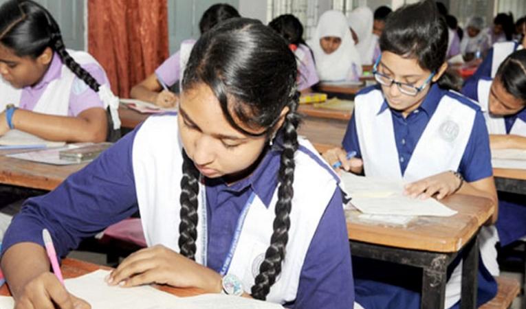 স্কুল-কলেজে পরীক্ষা ছাড়াই ছাত্রছাত্রীদের পাস ঘোষণা আসতে পারে